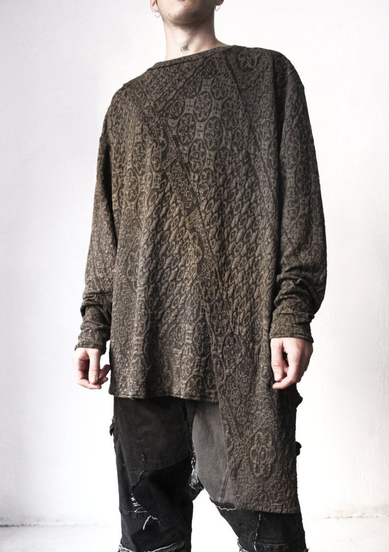 VISORI STUDIO OVERSIZED ASYMMETRIC SWEATER