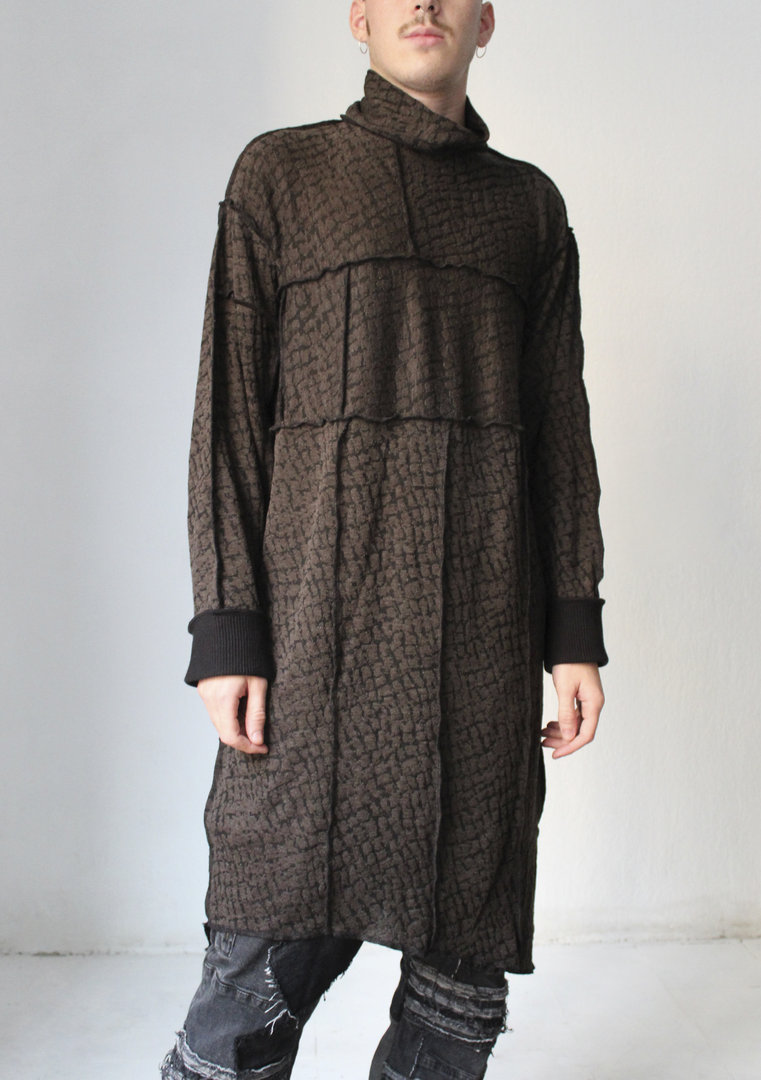 VISORI STUDIO SUPER LARGE TURTLENECK SWEATER